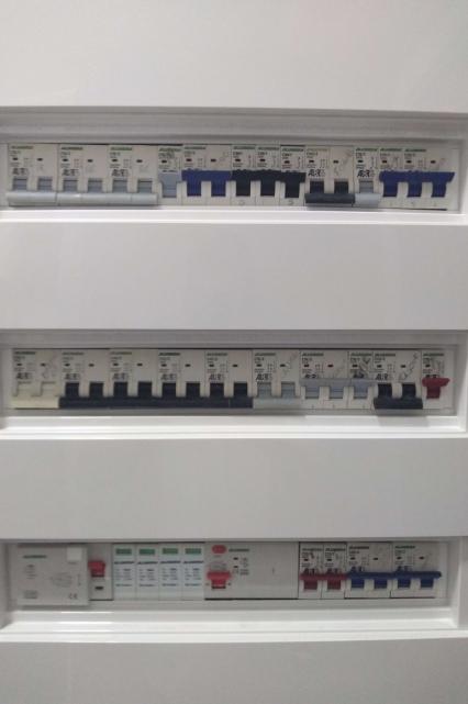 Instalação de disjuntores, fusíveis e sistemas de alarme em Tatuí